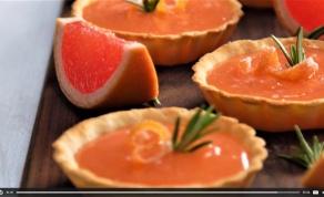 מתוחכמים. טארטלטים במילוי אשכולית ורוזמרין - אוהבים עוגות לימון? המאפים האלה בשבילכם