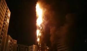 מגדל בן 48 קומות עלה באש • צפו בתיעוד