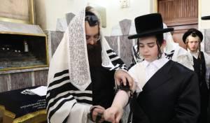 מעמד הנחת תפילין בסאדיגורה בירושלים