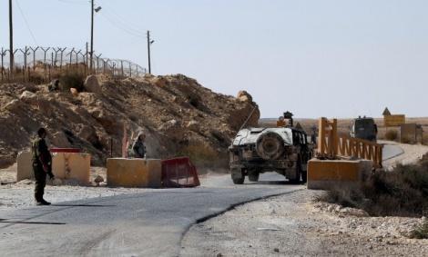חיילים בסמוך לזירת הפיגוע - לוחמת דיווחה על המחבלים וברחה