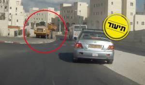 הזוי: נהג משאית עקף אוטובוס - על מדרכה
