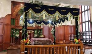 צפו: בתי-המדרש בבני-ברק מקושטים לחג