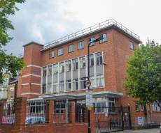 הבניין שנרכש - ויז'ניץ רכשה בניין ב-7.4 מיליון שטרלינג