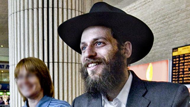 הרב רותם בשדה התעופה (צילום: chabad.info)