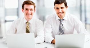 אושר בעבודה? תלוי מי יושב לידכם