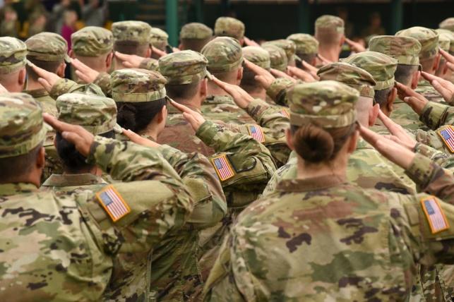 האמריקאים מדללים את כוחותיהם בעיראק