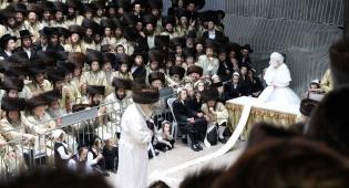 שמחת החתונה בחצרות תולדות אהרן-מישקולץ