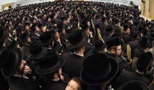 לונדון: אלפים במספד למרן הרב שטיינמן