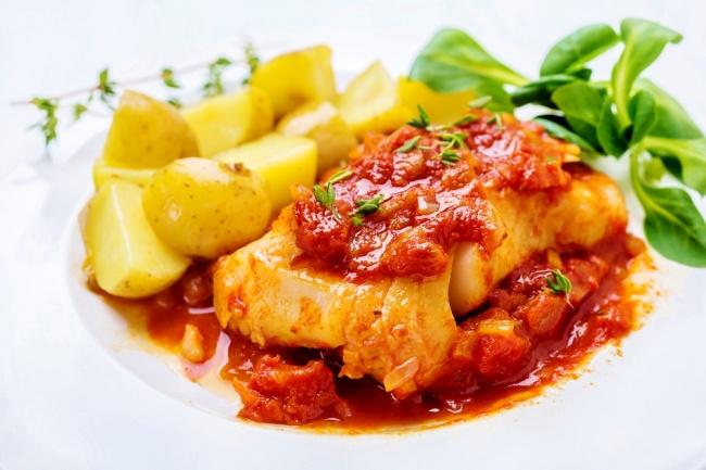 בקלה (דג קוד) ברוטב עגבניות ותימין עסיסי