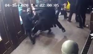 התקרית האלימה, מבט מבחוץ