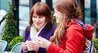 5 סיבות למה כל אמא חייבת חברה טובה רווקה