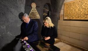 הזוג נתניהו סיירו במוזיאון השואה הראשון