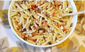 פסטה בסגנון יווני עם זיתים ועגבניות - ארוחה בחצי שעה: פסטה איטלקית בסגנון יווני