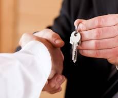 הפסידו את הדירה. אילוסטרציה - איחרו בתשלום דמי הפינוי לדיירים המוגנים – והפסידו את הדירה