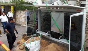 אחת התחנות שהותקנה - תחנות אוטובוס סולאריות בעיר ביתר עילית