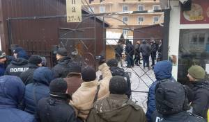 הקרב על המלון - המאבק באומן: חמושים השתלטו על המלון