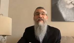 אברהם פריד עם השיר שביקש הרב עדין שטיינזלץ
