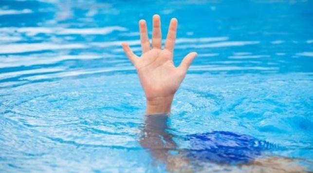 י-ם: ילדה טבעה בבריכה ברמדה; מצבה קשה