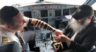 תיעוד מרגש: בר מצווה בגיל 44 בתא הטייס