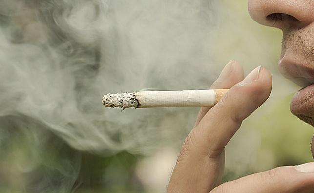 ירידה: רק 15 אחוזים מהישראלים - מעשנים