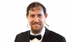 """שמעון בלזם מבצע את היצירה: """"שמע ישראל"""""""