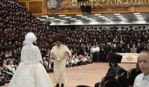 אלפים בחתונת נכדת הרבי מסאטמר • תיעוד