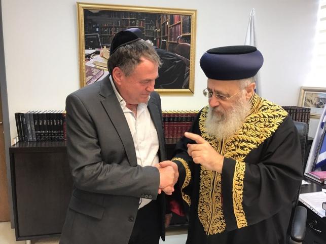 """יו""""ר הפיס עוזי דיין עם הראשל""""צ הרב יצחק יוסף"""