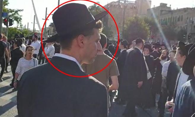 העיתונאי שהתחפש לחרדי בהפגנת 'הפלג' • צפו