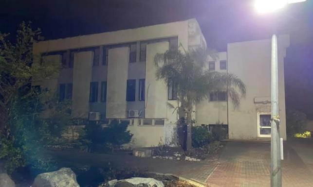 בית הכנסת השומם, אמש