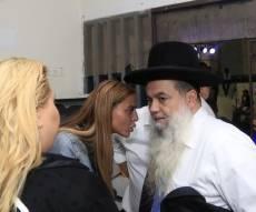 הזמרת שהתגיירה התברכה מהרב יגאל כהן • תיעוד