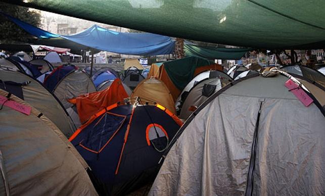 בכיפור: עיר אוהלים לגברים בחברון