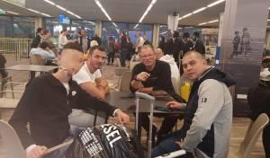הישראלים שעוכבו, בנמל התעופה