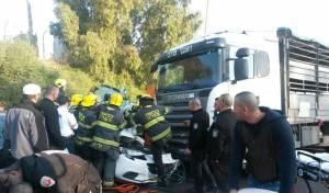 זירת התאונה בשדרות בגין בטבריה - טבריה: תאונה קשה בין משאית לכלי רכב