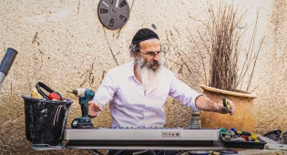 עידו גוטמן בשיר סאטירי חדש: אין עבודה בכלל