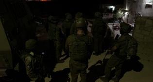 חיילים פועלים בכפר ערבי, ארכיון