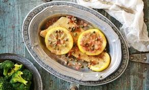 """ויווה לה דג פיקטה - דג """"פיקטה"""" מבושל ברוטב לימון וצלפים"""