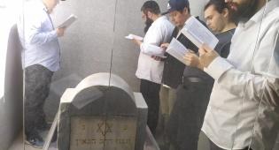 """החב""""דניקים הגיעו להתפלל במדינה המוסלמית"""