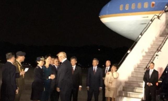 טראמפ מגיע לסינגפור