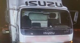 המשאית שנגנבה והושבה - חוליית גנבי רכבים נלכדה באמצע גניבת משאית