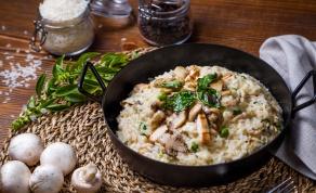 ארוחה מלאה ב-45 דקות: ריזוטו אפוי עם עוף ופטריות