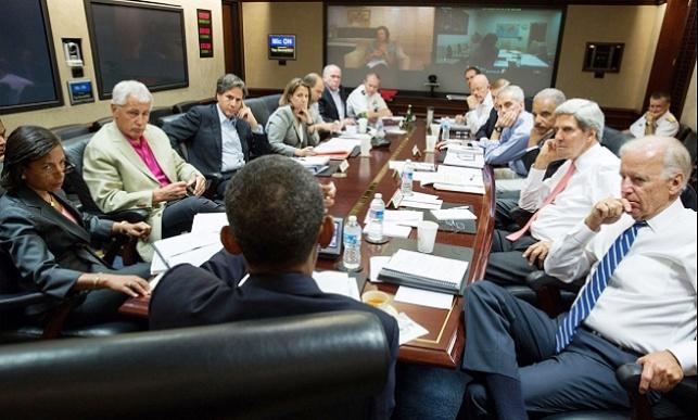 אובמה במהלך אחת ההתייעצויות