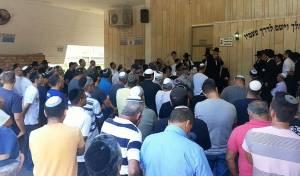 מרגש: מאות השתתפו בלוויה לערירי