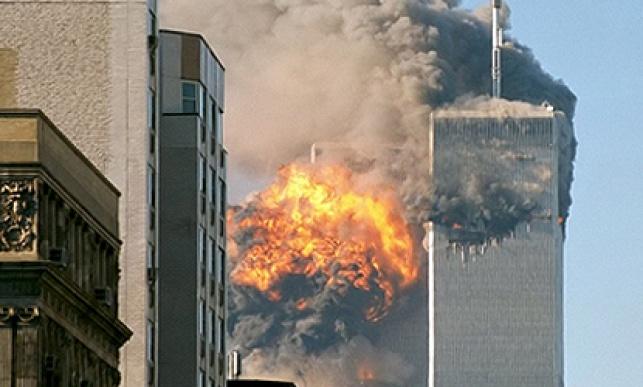 בנייני התאומים עולים באש