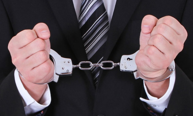 שר לשעבר נעצר בחשד לשוחד