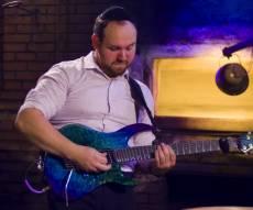 מאמין בניסים - חיים בוקצ'ין בגירסת הגיטרה
