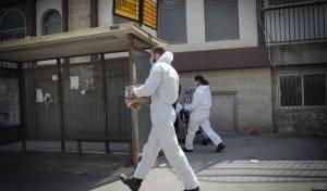 חיילים בלבן מחלקים אוכל בירושלים • תיעוד