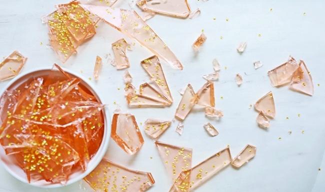 סוכריות קשות ורודות מנצנצות - ממתק ביתי יפהפה