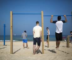 צעירים חרדים בים באשדוד
