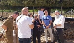 תמר ומשפחתה, יחד עם ראש המועצה