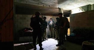 צפו בתיעוד: לוחמים פשטו על בית המחבל